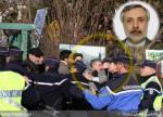 سید مهدی میرابوطالبی سفیر جمهوری اسلامی در حال درگیری با معترضان ایرانی